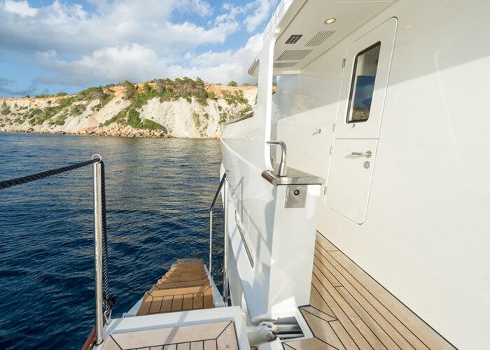 classic motor yacht monara external.jpg