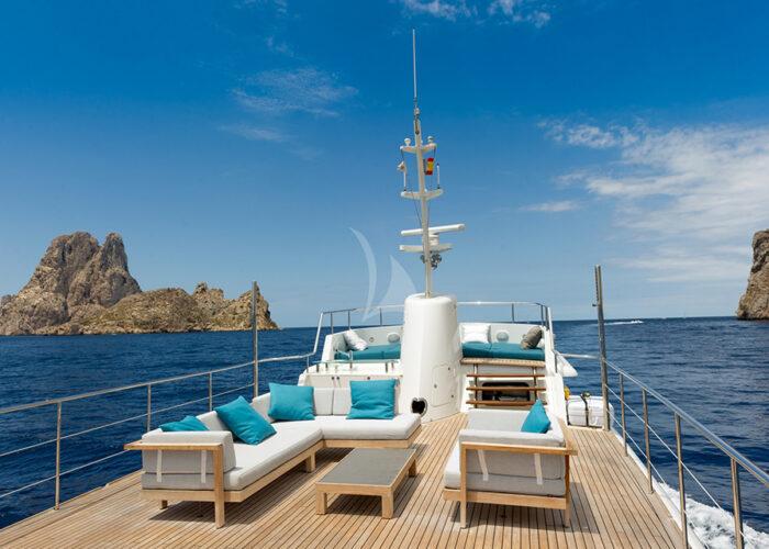 classic motor yacht monara sundeck.jpg