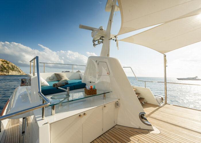 classic-motor-yacht monara sundeck3.jpg