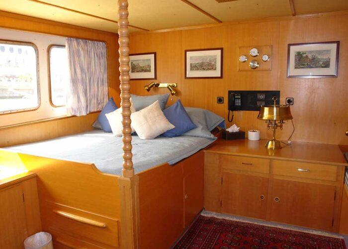 classic motor yacht sanssouci star interior guest cabin.jpg