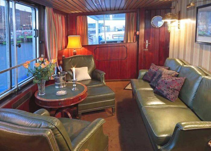 classic motor yacht sanssouci star interior lounge.jpg