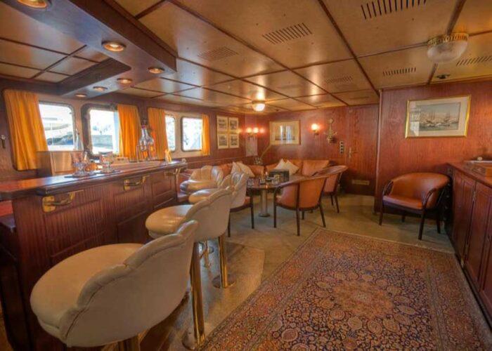 classic motor yacht sanssouci star interior main saloon bar.jpg