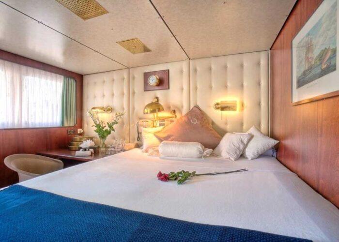 classic motor yacht sanssouci star interior masterbedroom.jpg