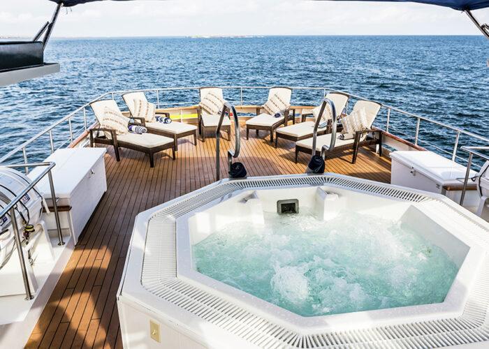 classic motor yacht stella maris jacuzzi.jpg
