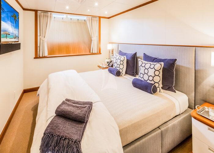 classic motor yacht suri interior double cabin2.jpg