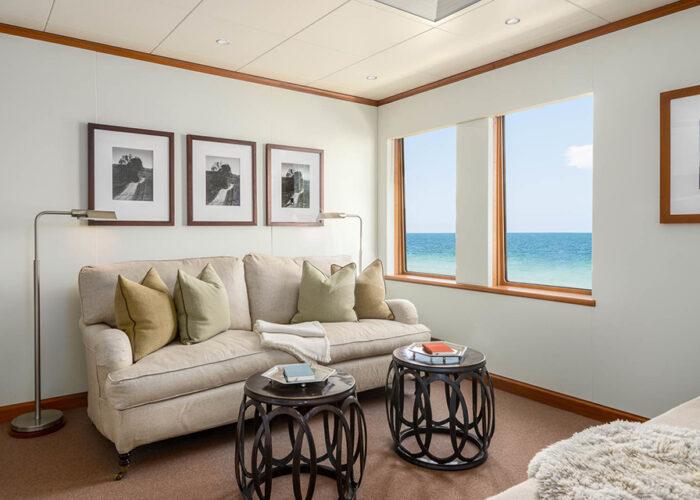 classic motor yacht suri interior lounge area.jpg