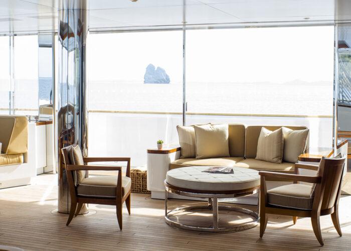 classic motor yacht suri interior lounge.jpg