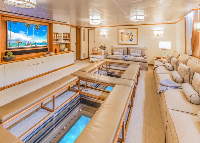 classic motor yacht suri interior main lounge.jpg