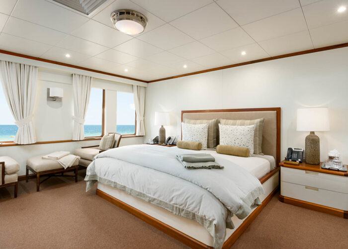classic motor yacht suri interior master double cabin.jpg