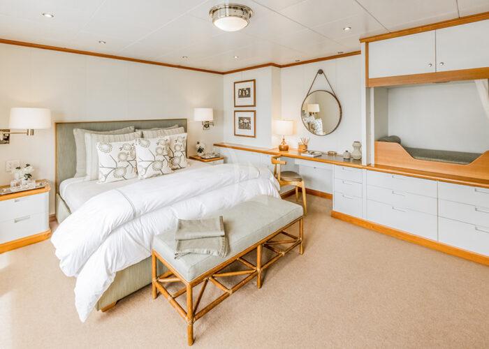 classic motor yacht suri interior vip cabin.jpg