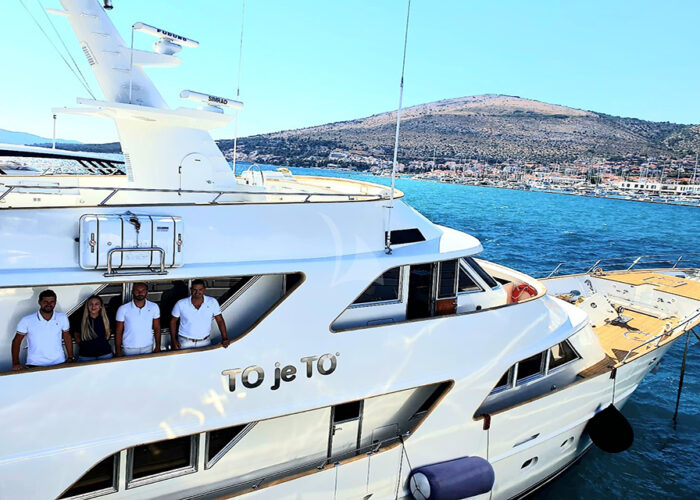 classic motor yacht to je to external lifestyle.jpg
