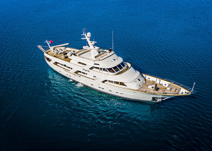 classic motor yacht to je to external main3.jpg
