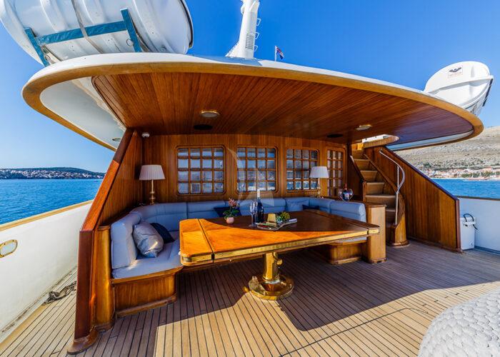 classic motor yacht to je to external sundeck.jpg