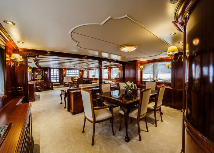 classic motor yacht to je to interior dining.jpg
