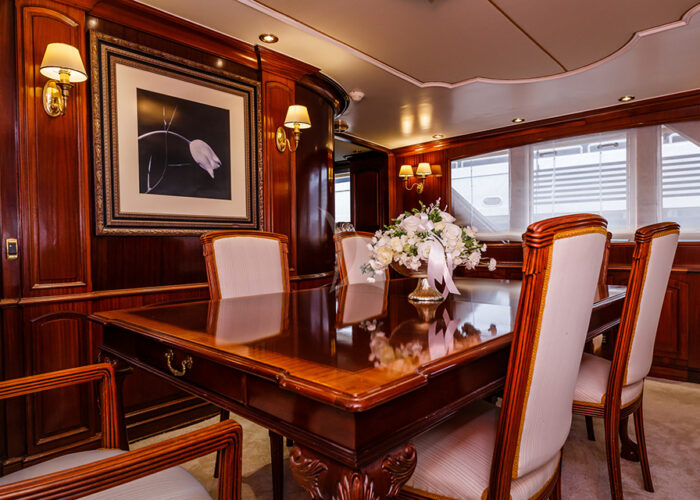 classic motor yacht to je to interior dining2.jpg
