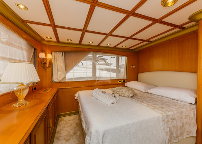 classic motor yacht to je to interior vip bedroom.jpg