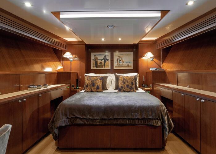 classic motor yacht wexplorer vipcabin.jpg