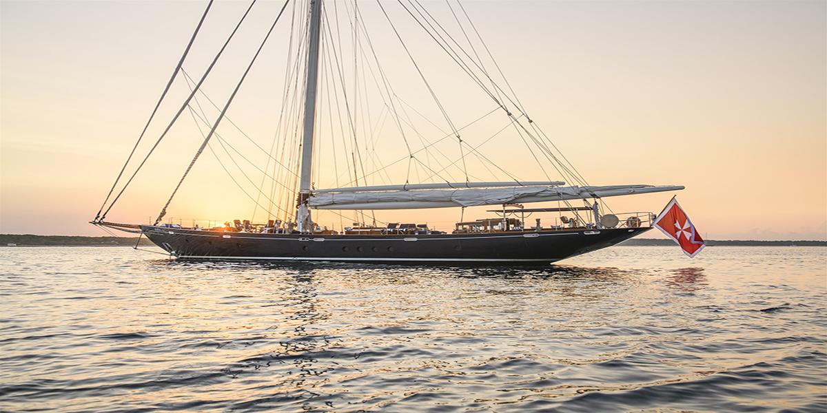 classic sailing yacht alexofloflondon external main.jpg