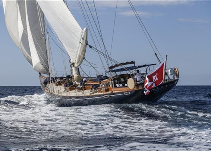 classic sailing yacht alexofloflondon ocean racing.jpg