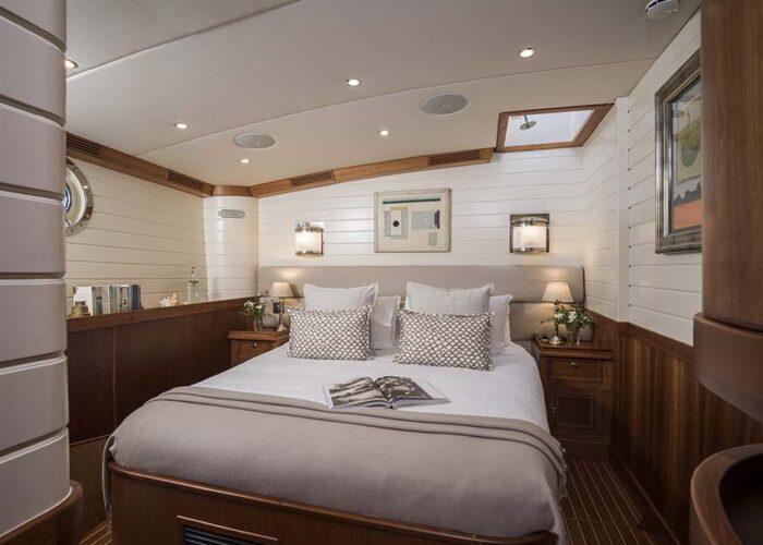 classic sailing yacht alexofloflondon vipguest cabin.jpg