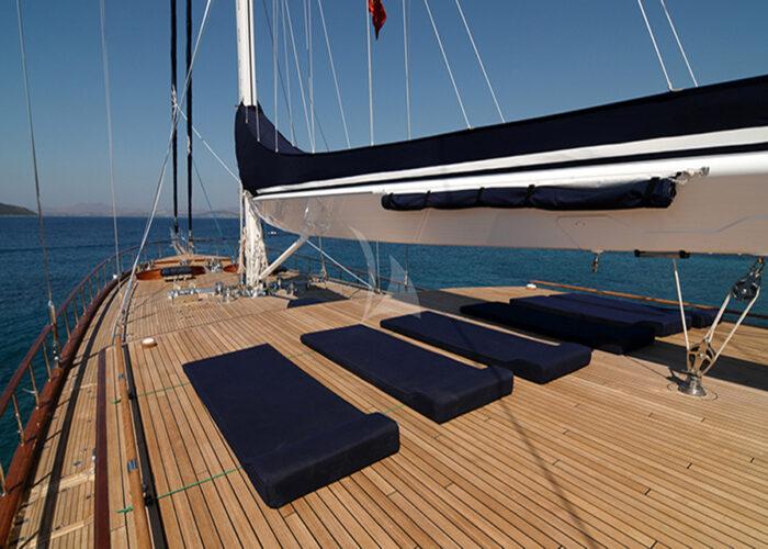classic sailing yacht clear eyes external deck.jpg