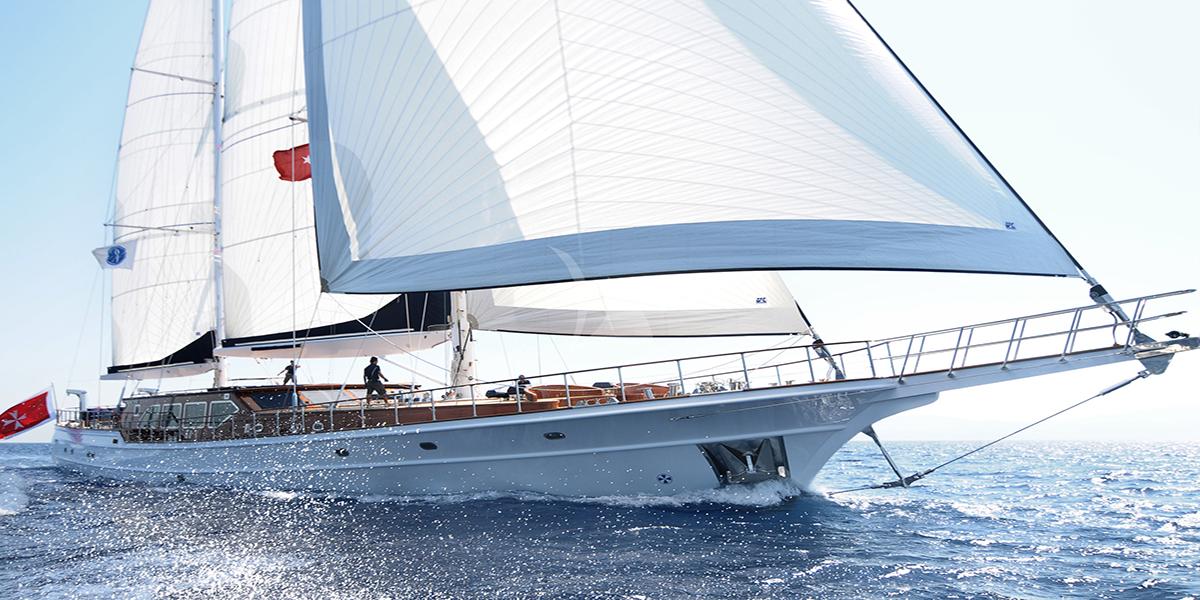 classic sailing yacht cleareyes external main.jpg