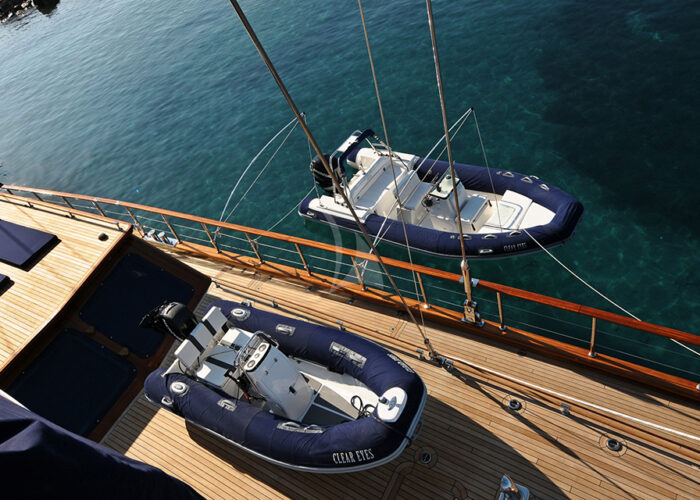 classic sailing yacht clear eyes external port stern.jpg