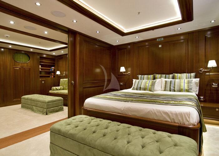 classic sailing yacht clear eyes interior vip cabin.jpg