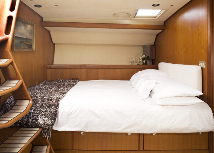 classic sailing yacht cylosII cabin.jpg