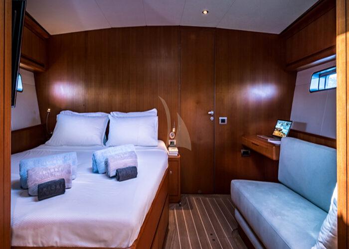 classic sailing yacht ikigai interior master cabin.jpg