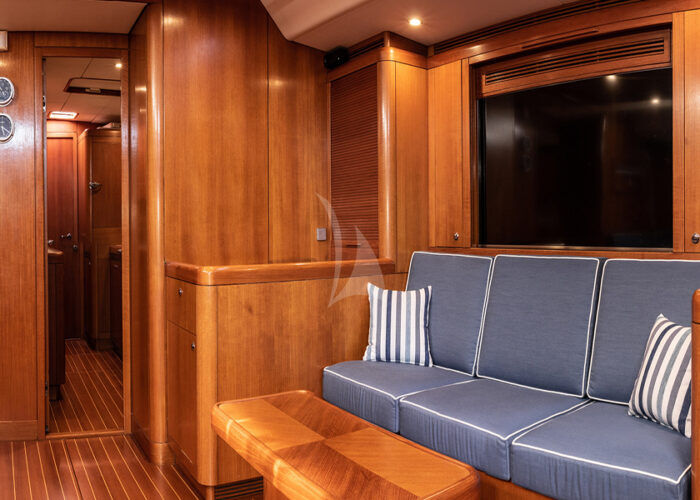 classic sailing yacht kallima interior seating.jpg