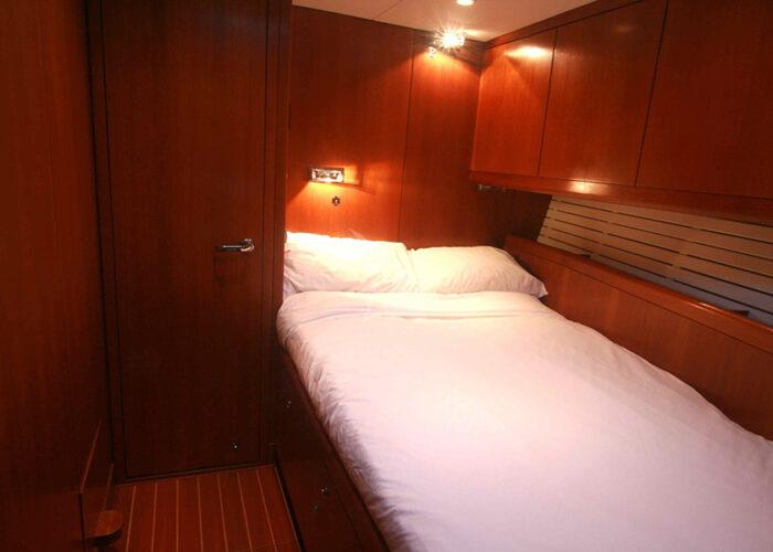 classic sailing yacht kallima interior single cabin-bed.jpg