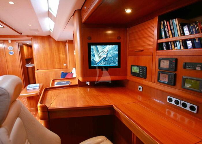 classic sailing yacht kallima interior4.jpg