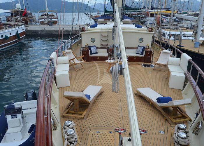 classic sailing yacht ofelia external deck.jpg