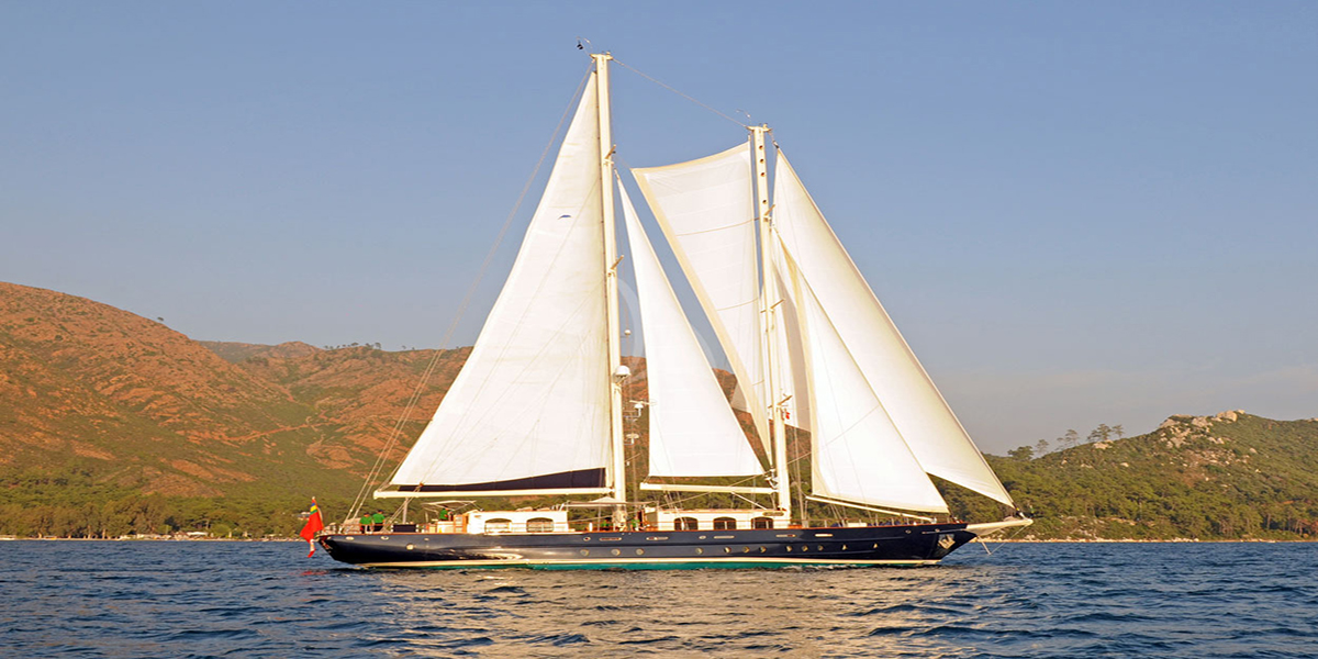 classic sailing yacht ofelia external main.jpg