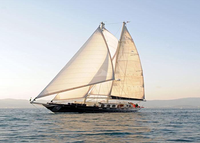 classic sailing yacht ofelia external side profile.jpg