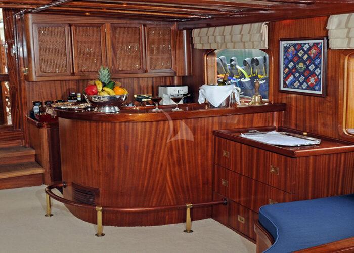 classic sailing yacht ofelia interior bar.jpg