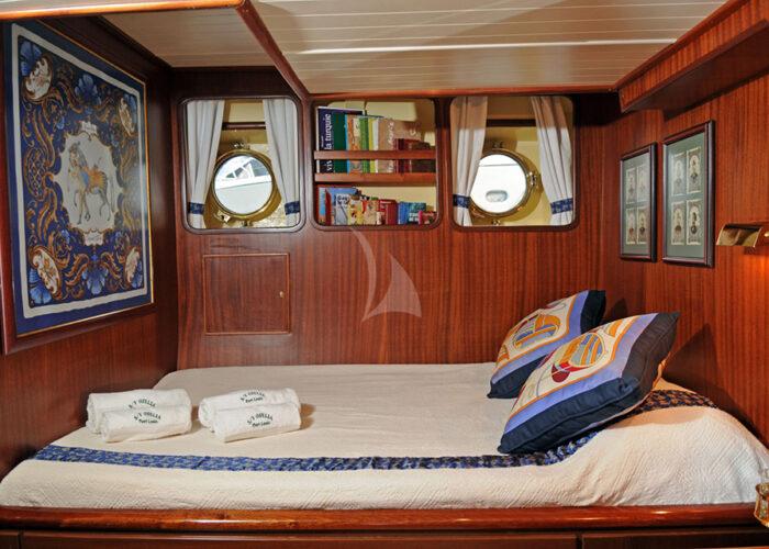 classic sailing yacht ofelia interior cabin.jpg