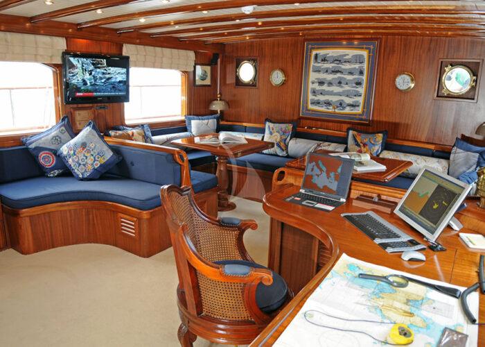 classic sailing yacht ofelia interior main deck2.jpg