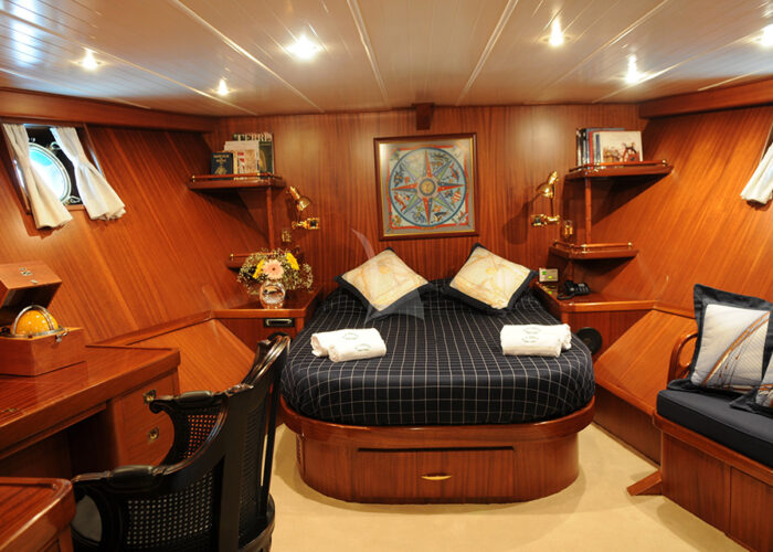 classic sailing yacht ofelia interior master bedroom.jpg