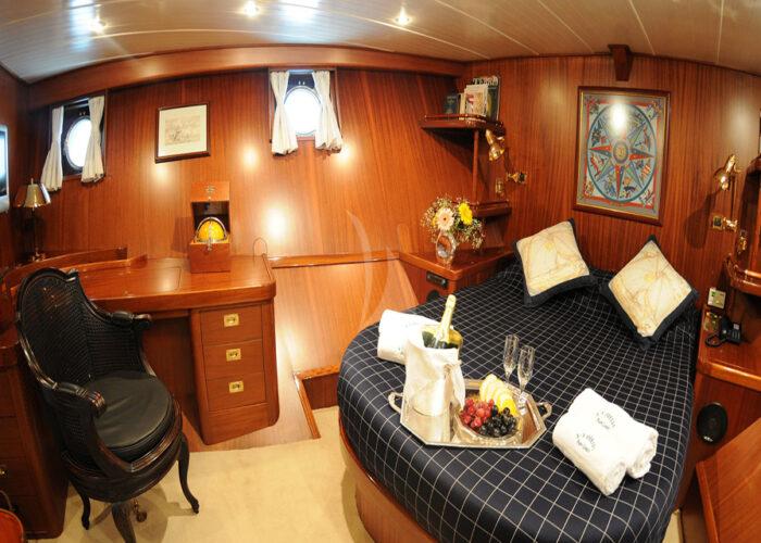 classic sailing yacht ofelia interior master bedroom2.jpg