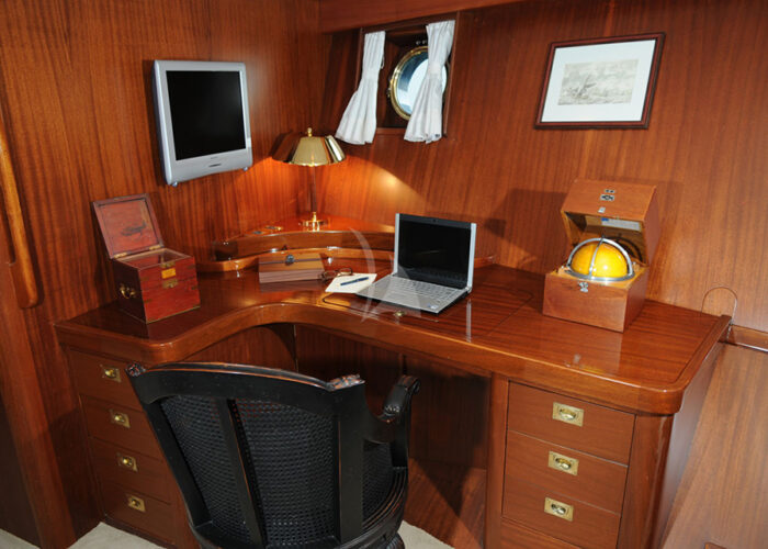 classic sailing yacht ofelia interior office.jpg