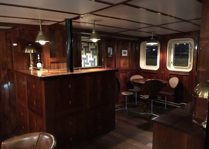 Balto salon,bar