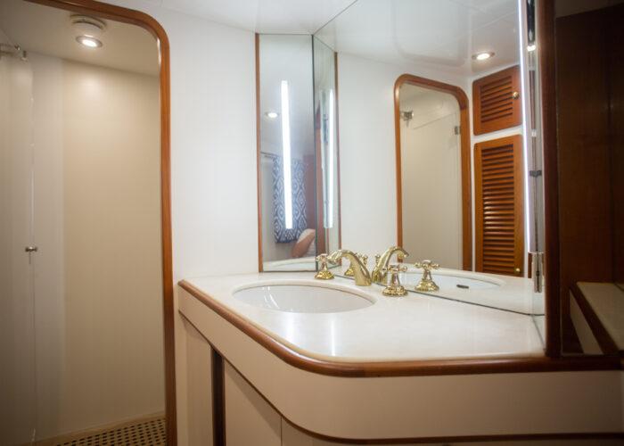 Spirit of MK Twin 1 en suite Sink and Shower