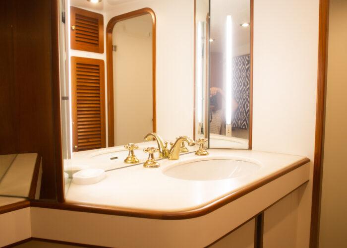 Spirit of MK Twin 2 en suite Sink and Mirror
