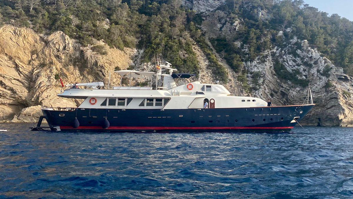 Spirit of MK at anchor Starboard - Banner