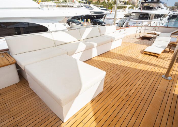 Spirit of MK deck sofa