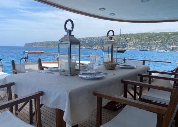 Spirit of MK lunch at anchor